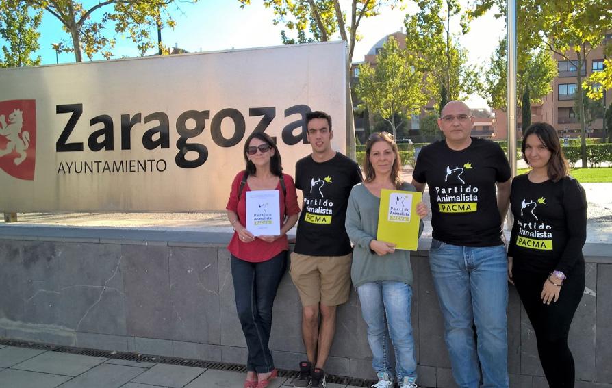 PACMA presenta una propuesta de ordenanza municipal de protección animal
