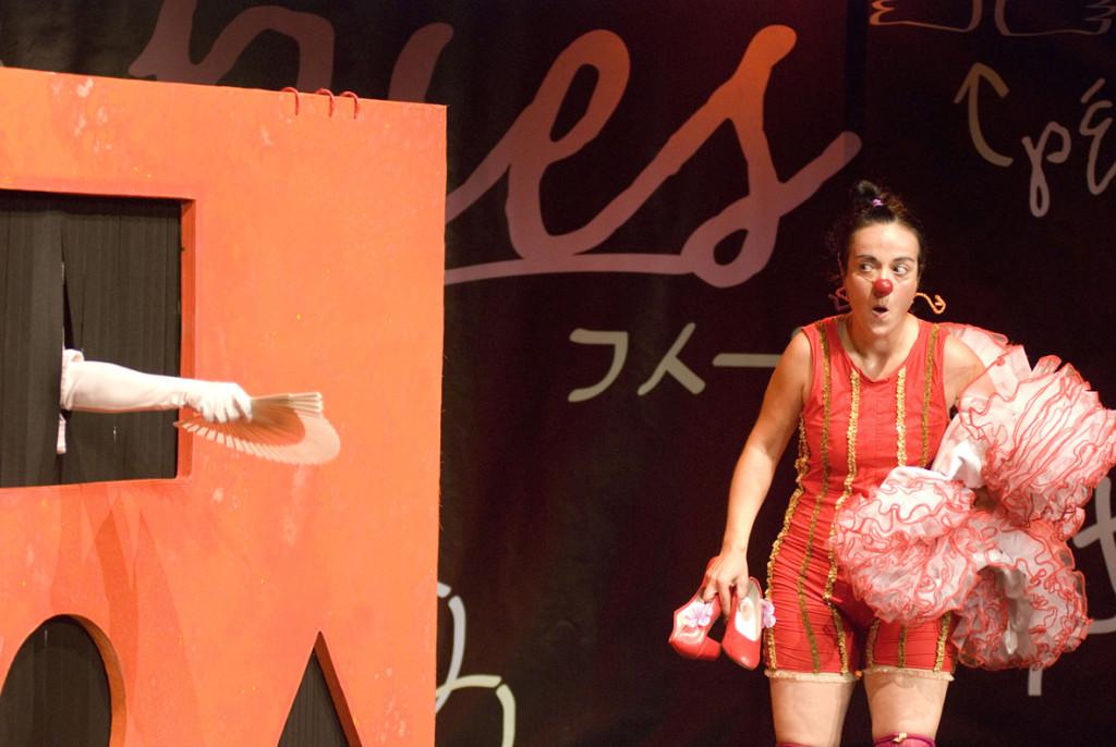 """La compañía Engrata Teatre presenta """"Pies"""" en Arbolé"""