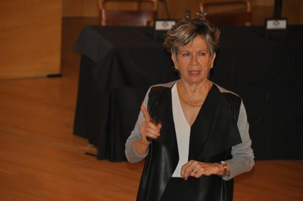 Pilar López Díez durante su intervención en las jornadas. Foto: @Periodistas_APA