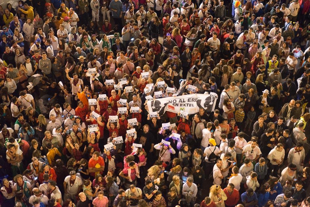 Los y las trabajadoras de Extel llevaron sus reivindicaciones al pregón. Foto: Pablo Ibáñez (AraInfo)