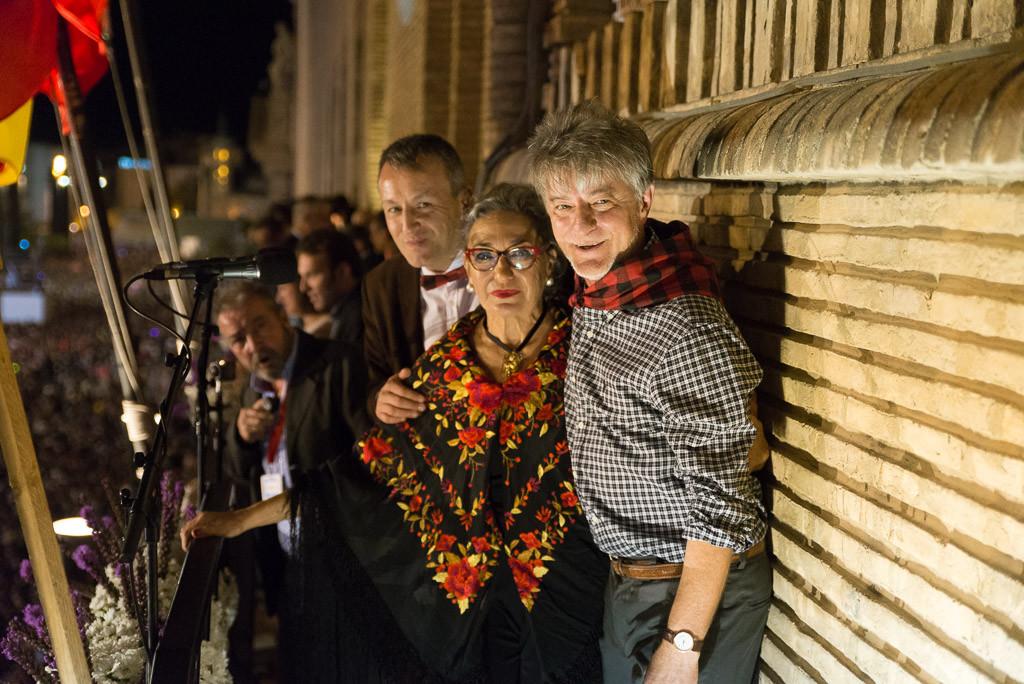 Rivarés, Gavasa y Santisteve en el balcón del Ayuntamiento durante el pregón. Foto: Pablo Ibáñez (AraInfo)