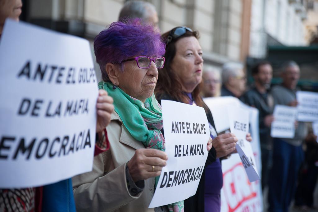 Miles de personas salen a las calles en Madrid, Zaragoza y otras ciudades contra la investidura de Rajoy