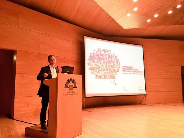 El alcalde de Zaragoza ha inaugurado las jornadas. Foto: @PedroSantisteve