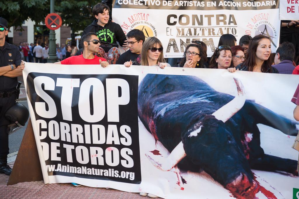 Imagen de una concentración antitaurina en Zaragoza. Foto: Pablo Ibáñez (AraInfo)