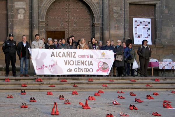 Concentración en Alcanyiz contra las violencias machistas. Foto: Ayuntamiento