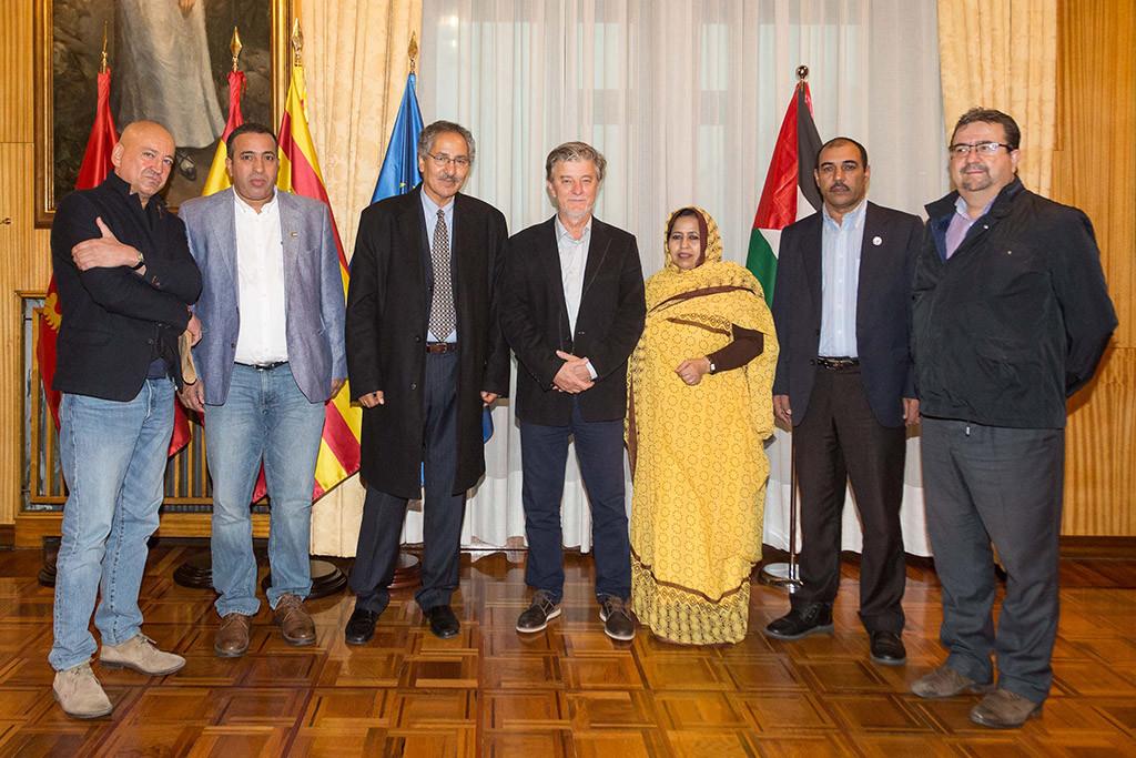 El alcalde de Zaragoza recibe al ministro de Cooperación saharaui