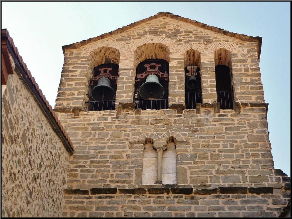 """MHUEL insta a los poderes públicos aragoneses a """"revertir el expolio"""" de más de veinte iglesias por parte del obispado de Chaca"""