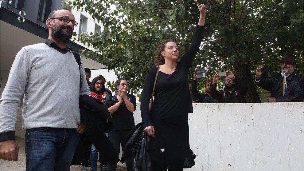La alcaldesa de Berga detenida por no descolgar la estelada del balcón del consistorio