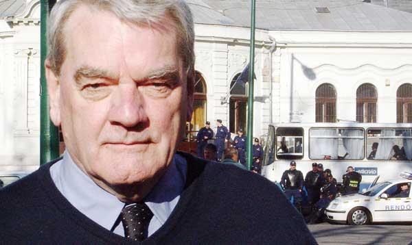 La PAZ denuncia la conferencia en Zaragoza del negacionista nazi David Irving