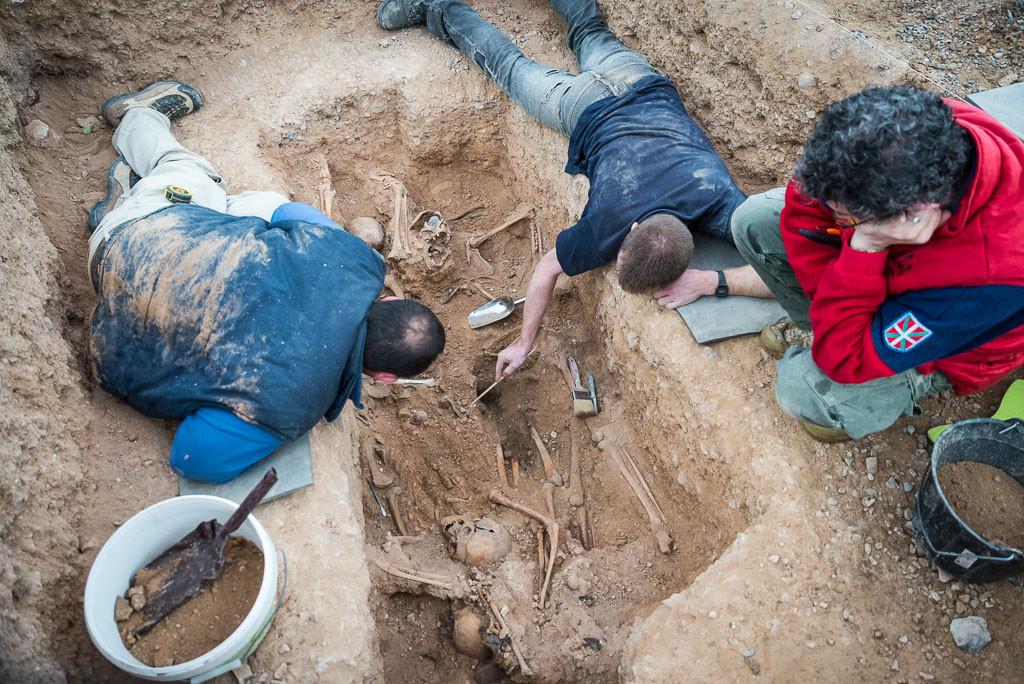 Las Cortes aprueban la creación de un protocolo de actuación para exhumaciones de víctimas del franquismo