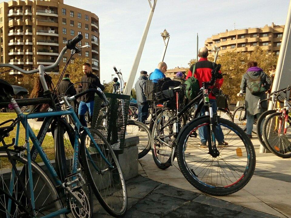 La bicicletada arrancó desde la plaza Europa. Foto: @maconejos (AraInfo)