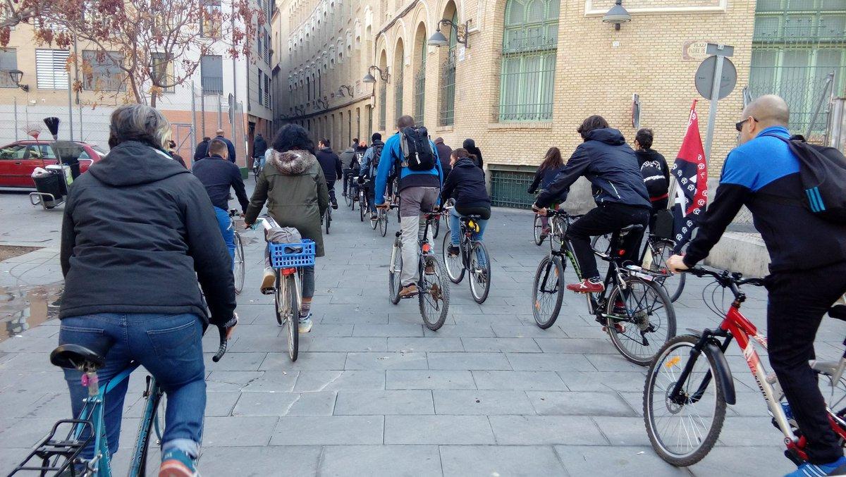 Medio centenar de ciclistas disfrutaron de la clase sobre ruedas. Foto: @maconejos (AraInfo)