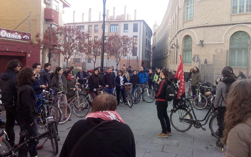 Kike García explica los hechos históricos producidos en la actual Sala Oasis. Foto: CGT Aragón