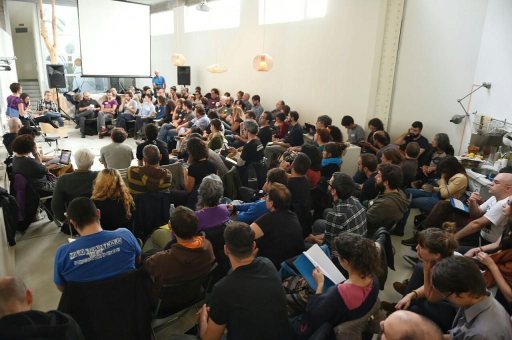 El encuentro tuvo una parte de debate abierto y otra destinada a trabajar en la organización del futuro colectivo editor. Foto: Diagonal
