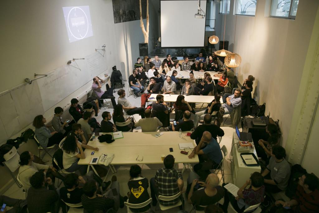 Combinar independencia económica y condiciones laborales dignas y a qué comunidad nos dirijimos, ideas centrales del debate. Foto: Diagonal