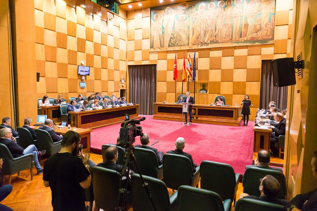 Los partidos de la oposición reprochan a Pedro Santisteve la falta de un proyecto para Zaragoza