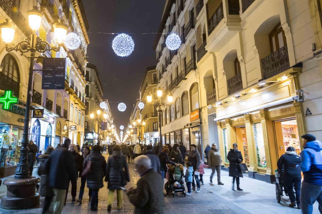 Tres menores heridas al caerles unos adornos navideños en la Calle Alfonso de Zaragoza