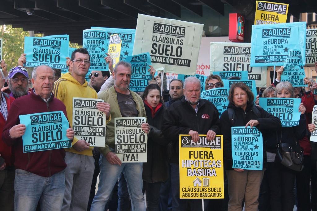 El Gobierno español da largas a una solución extrajudicial a las cláusulas suelo