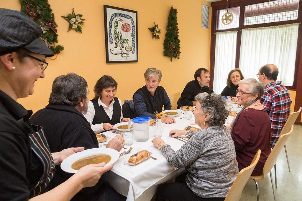 El barrio de san jos estrena comedor social para personas for Comedor 12 personas chile