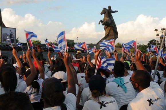 Las cenizas de Fidel inhumadas en Santiago tras recibir el último homenaje masivo del Pueblo cubano