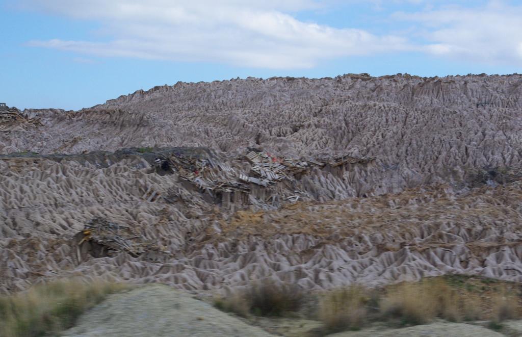 Montaña de residuos abandonada en los años 80 por Potasas de Navarra.