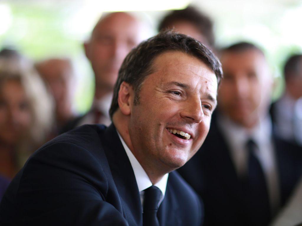 Renzi formaliza su dimisión como primer ministro italiano