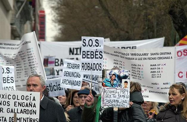 Las víctimas por el robo de bebés en el Estado español se movilizan en Madrid