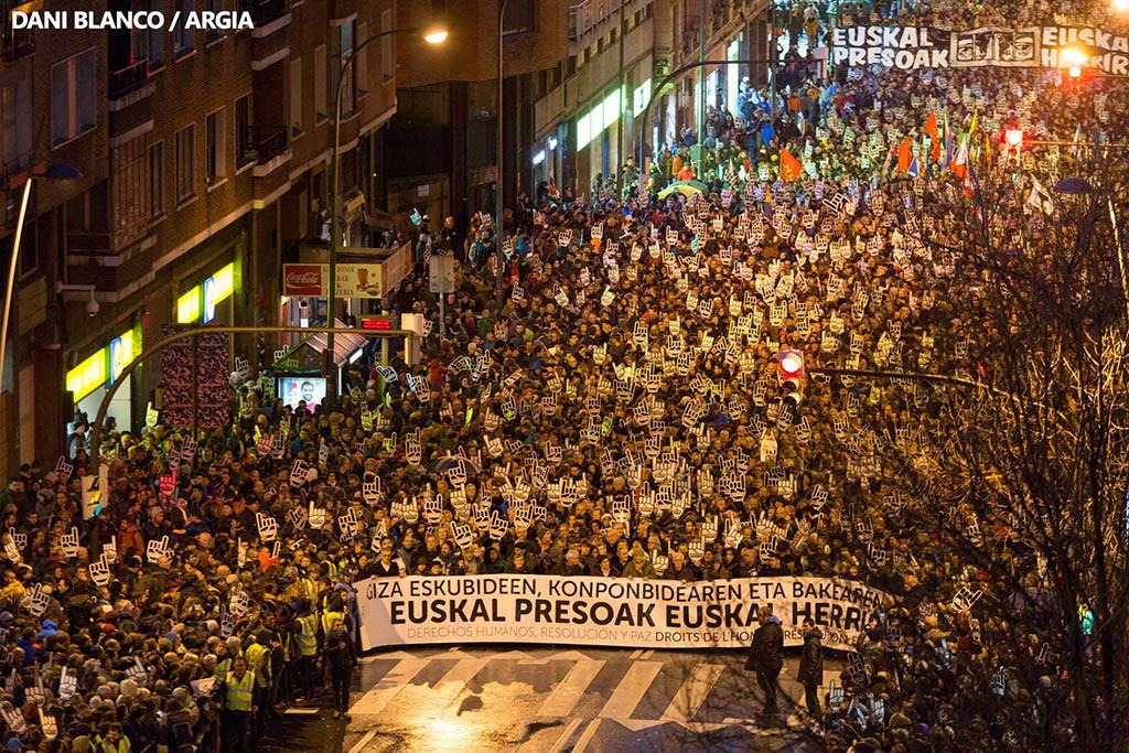 """Miles de voces piden en Bilbo """"derechos humanos, resolución y paz"""""""