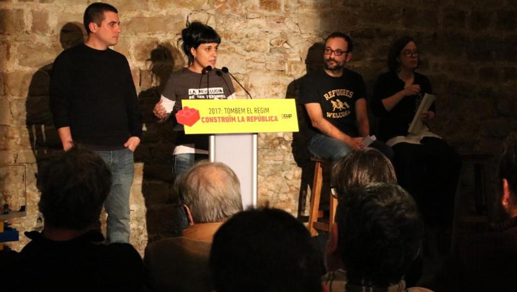 """La CUP reclama a Puigdemont que se """"arremangue"""" con los presupuestos y que ponga fecha al referéndum"""