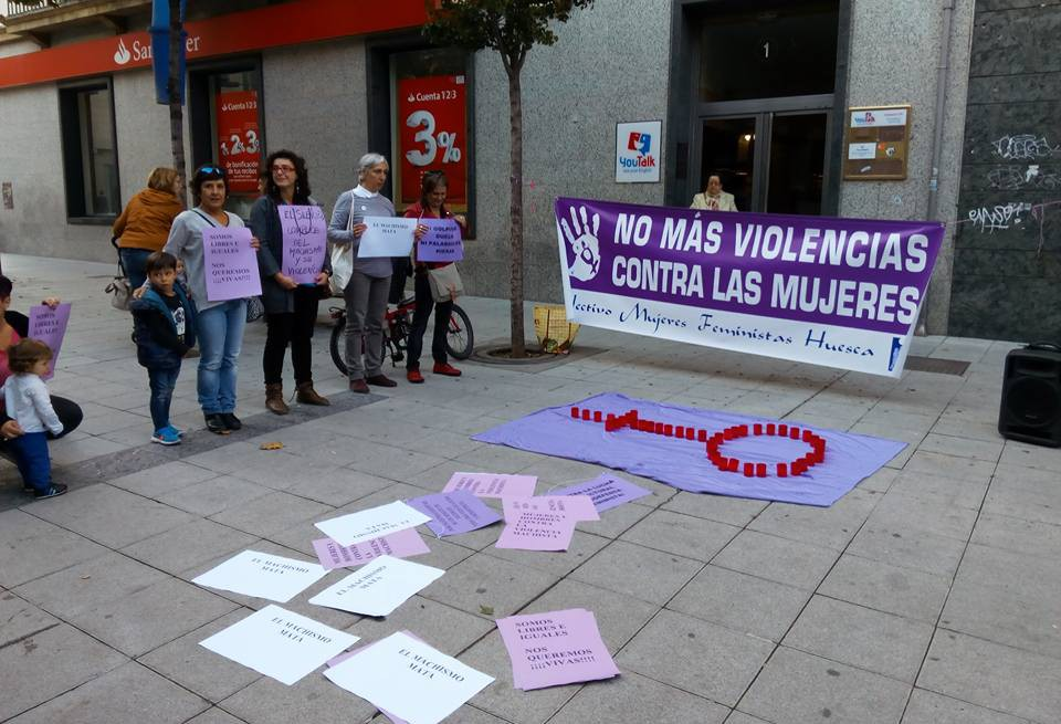 La Asamblea Feminista del 8M de Uesca critica la campaña 'Sin violencia sexual' emprendida por el Consistorio de la capital oscense