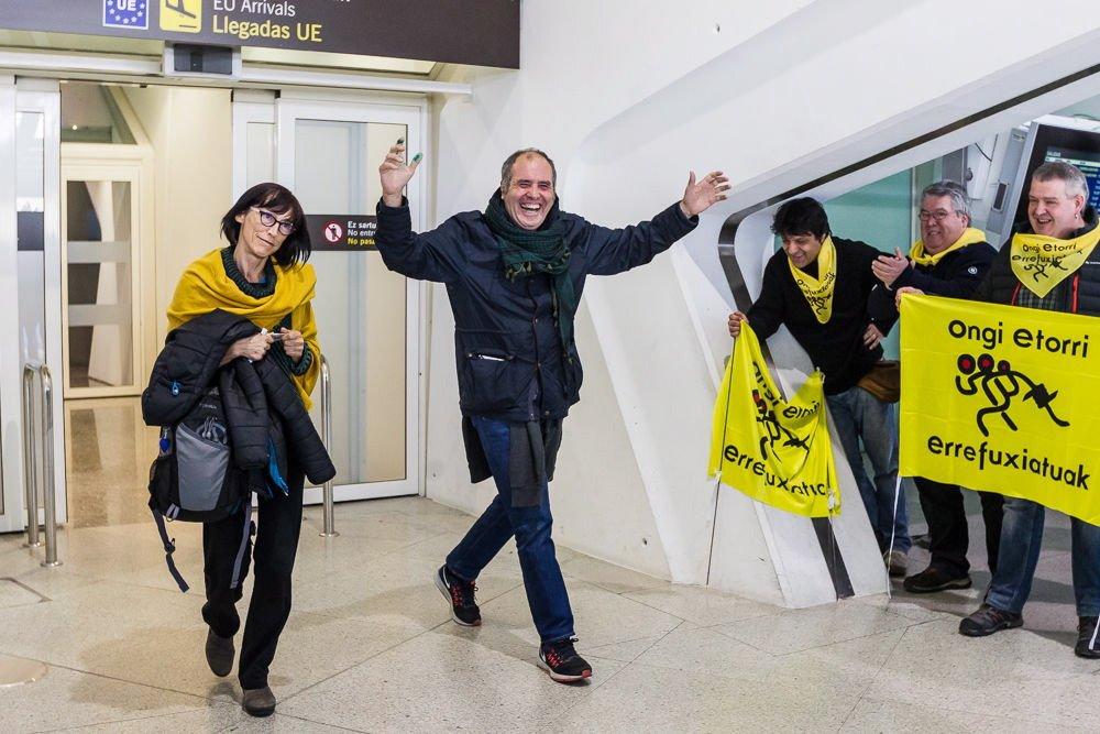 """Los activistas vascos detenidos en Grecia regresan a casa reivindicando su """"derecho legítimo a desobedecer"""""""