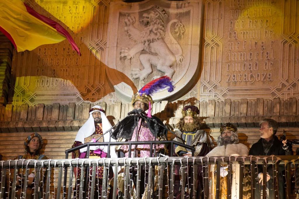 Los Reyes Magos llegarán en helicóptero a La Romareda entre recortes a la educación y al cambio climático