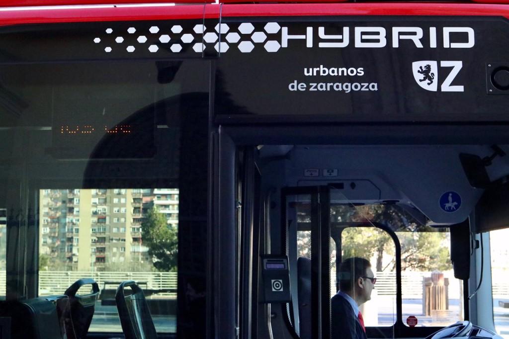 Los cuatro primeros autobuses híbridos entrarán en servicio este viernes en la línea 38 de Zaragoza