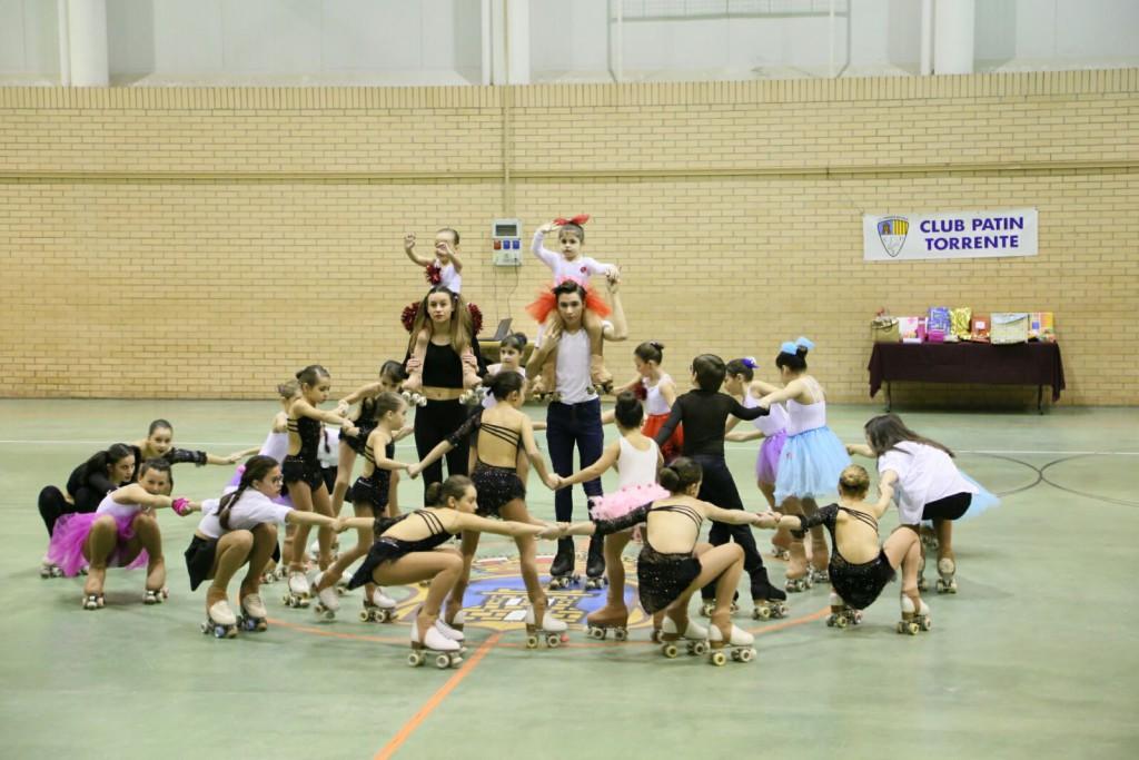 Exhibición de patinaje artístico sobre ruedas del Club Patín Torrente en Mequinensa