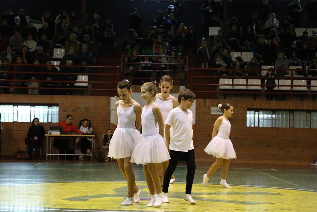 Patinaje sobre ruedas y danza en la exhibición del Club Patín Torrente en Mequinensa