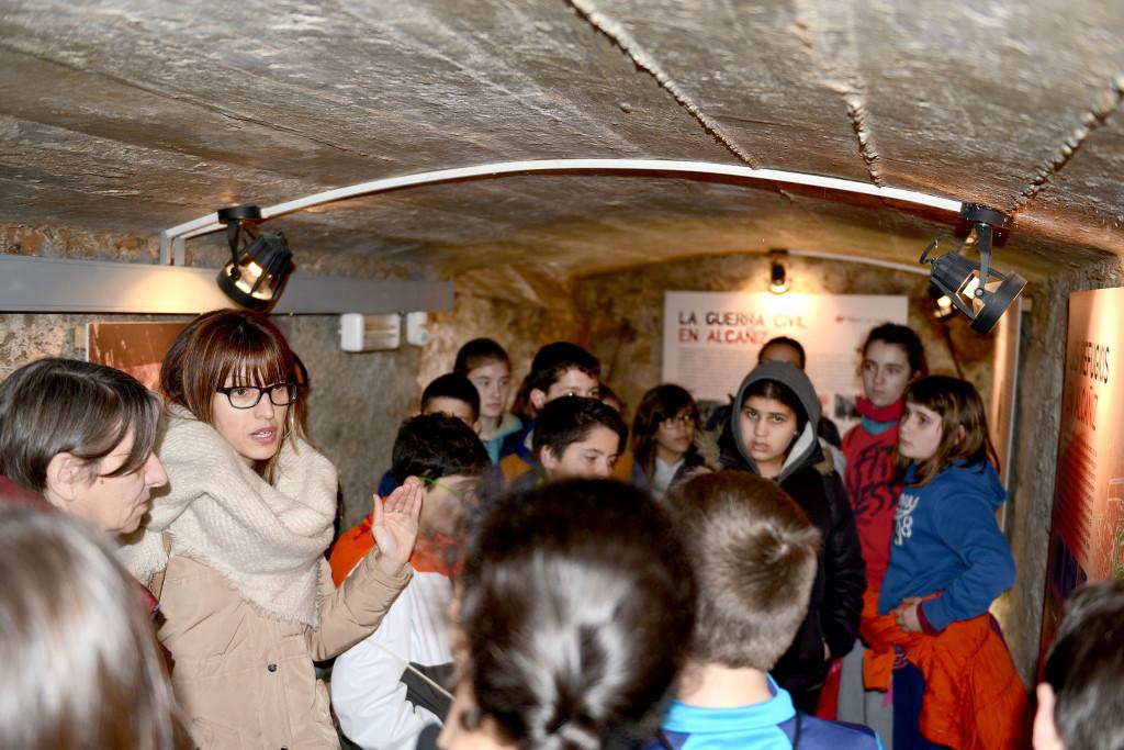 Escolares de Alcanyiz conocen la historia de la ciudad durante la Guerra Civil