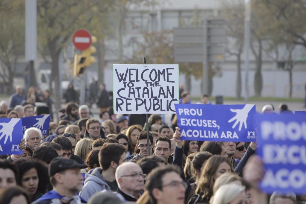 Masiva manifestación en Barcelona por la acogida de personas refugiadas