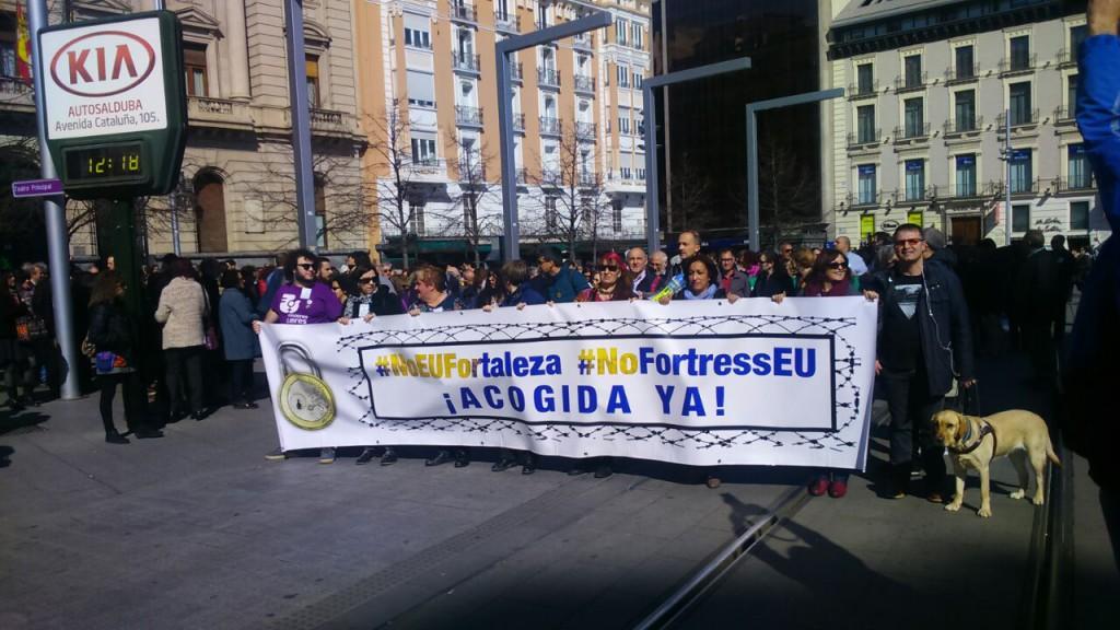 Miles de personas claman en Zaragoza contra la denominada 'Europa Fortaleza'