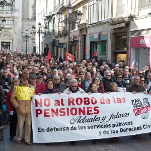 """Cerca de 3000 personas dicen """"no al robo de las pensiones"""" en Zaragoza"""