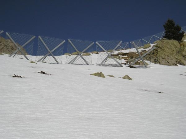 Estructuras antialudes. Foto: Andalán