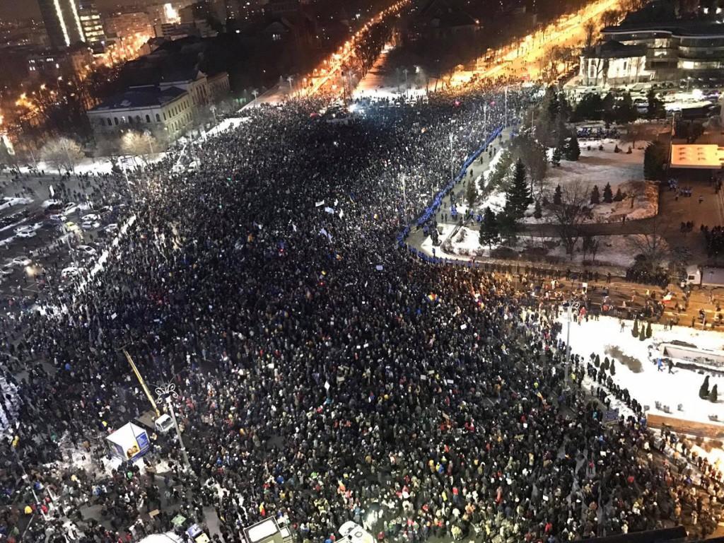 Multitudinarias protestas en Rumanía piden la dimisión del gobierno