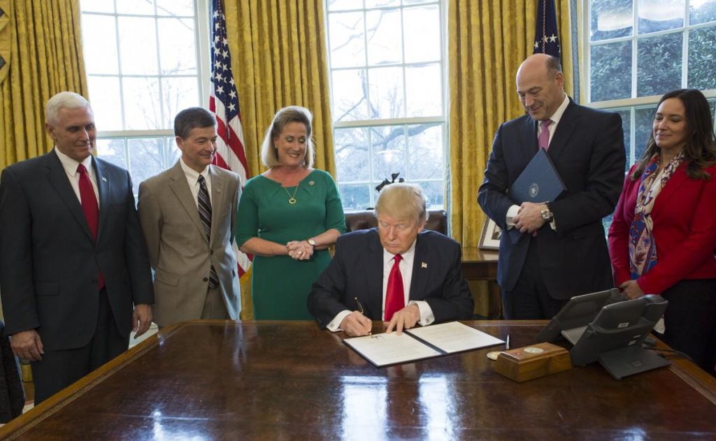 El Departamento de Estado suspende el veto migratorio de Trump