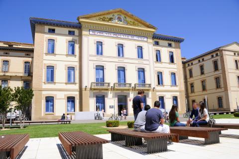 IU duda del cumplimiento de la iniciativa para regular la profesión de educación social y la implantación del Grado en Uesca