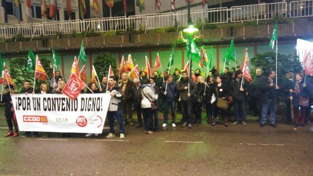 IU Aragón participa en la concentración en defensa de un convenio justo para el sector de hostelería