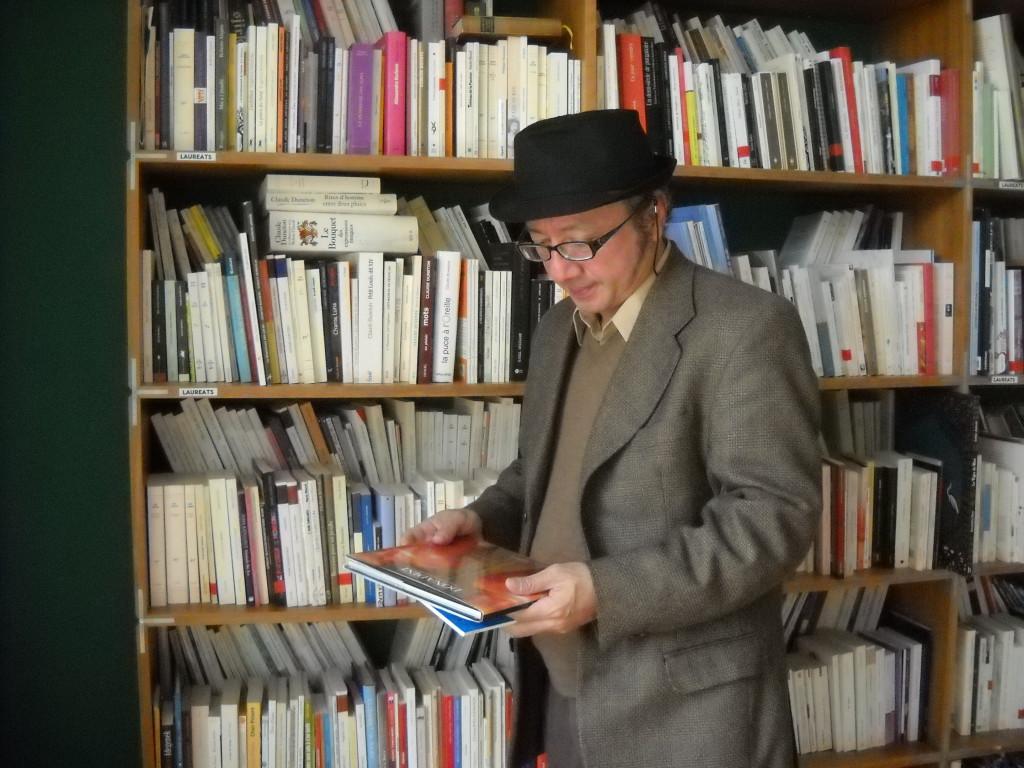 Librería Antígona de Zaragoza acoge la presentación del poemario 'Pájaro de nunca volver', de Mario Campaña