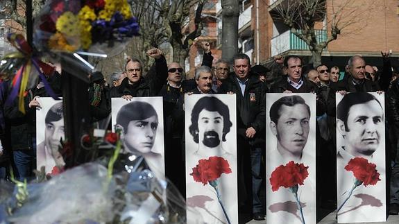 Atzo y Gaur: Se conmemoran 41 años de la matanza de cinco obreros en Gasteiz a manos de la policía de Fraga