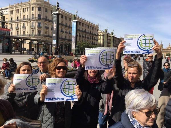 Representantes de la ESS Aragón en los actos celebrados el 8 de Marzo en la plaza del Pilar de Zaragoza. Foto: MESCoop Aragón