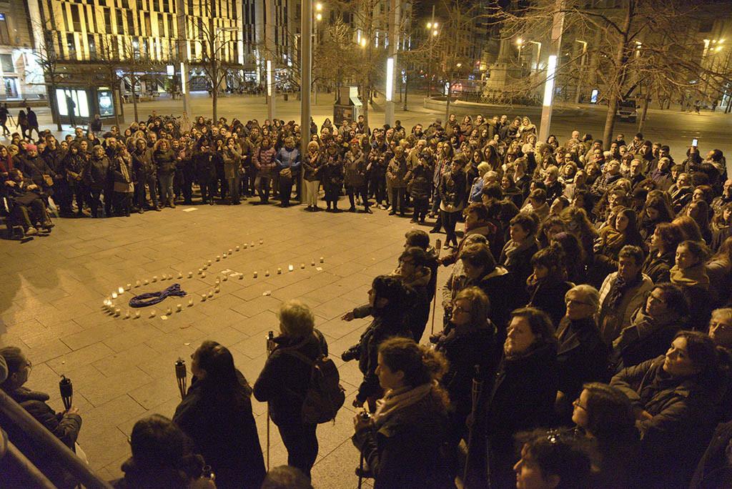 Arranca el 8 de marzo con paros nocturnos de mujeres en Zaragoza y Teruel