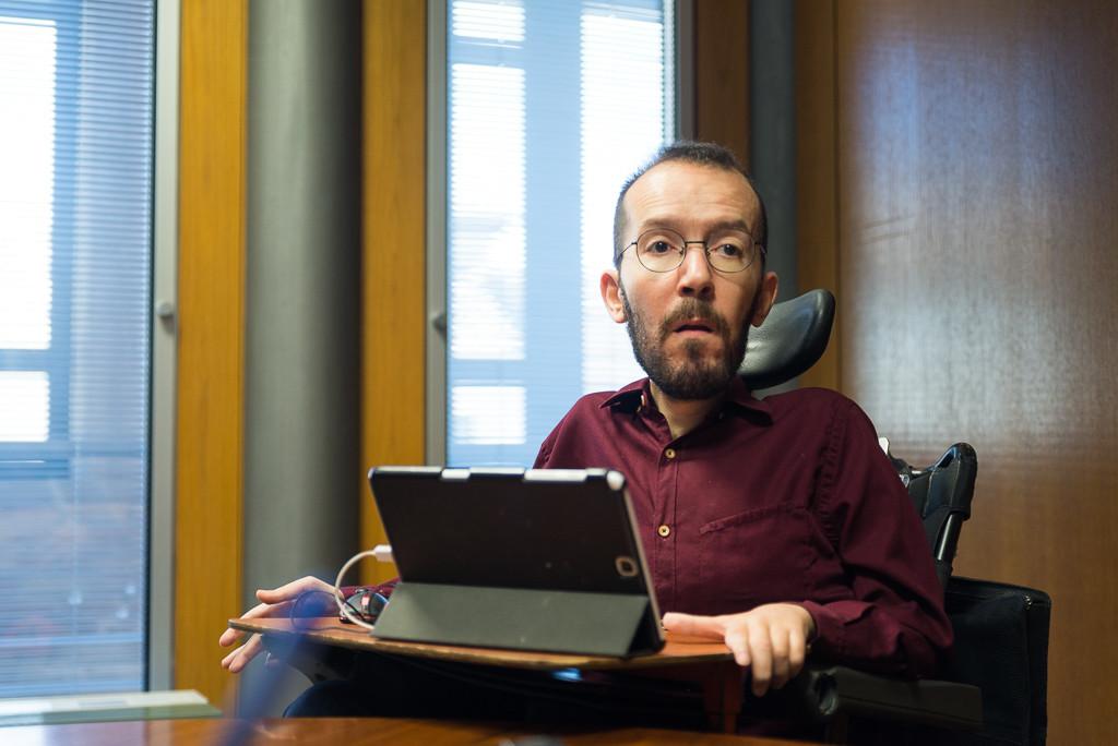 Ratifican la sanción contra Pablo Echenique por contratación irregular