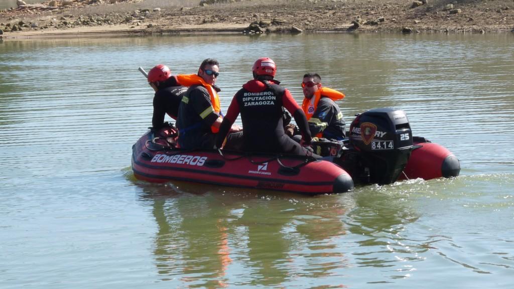 Los bomberos de la Diputación de Zaragoza realizan un simulacro de búsqueda en el embalse de Mequinensa